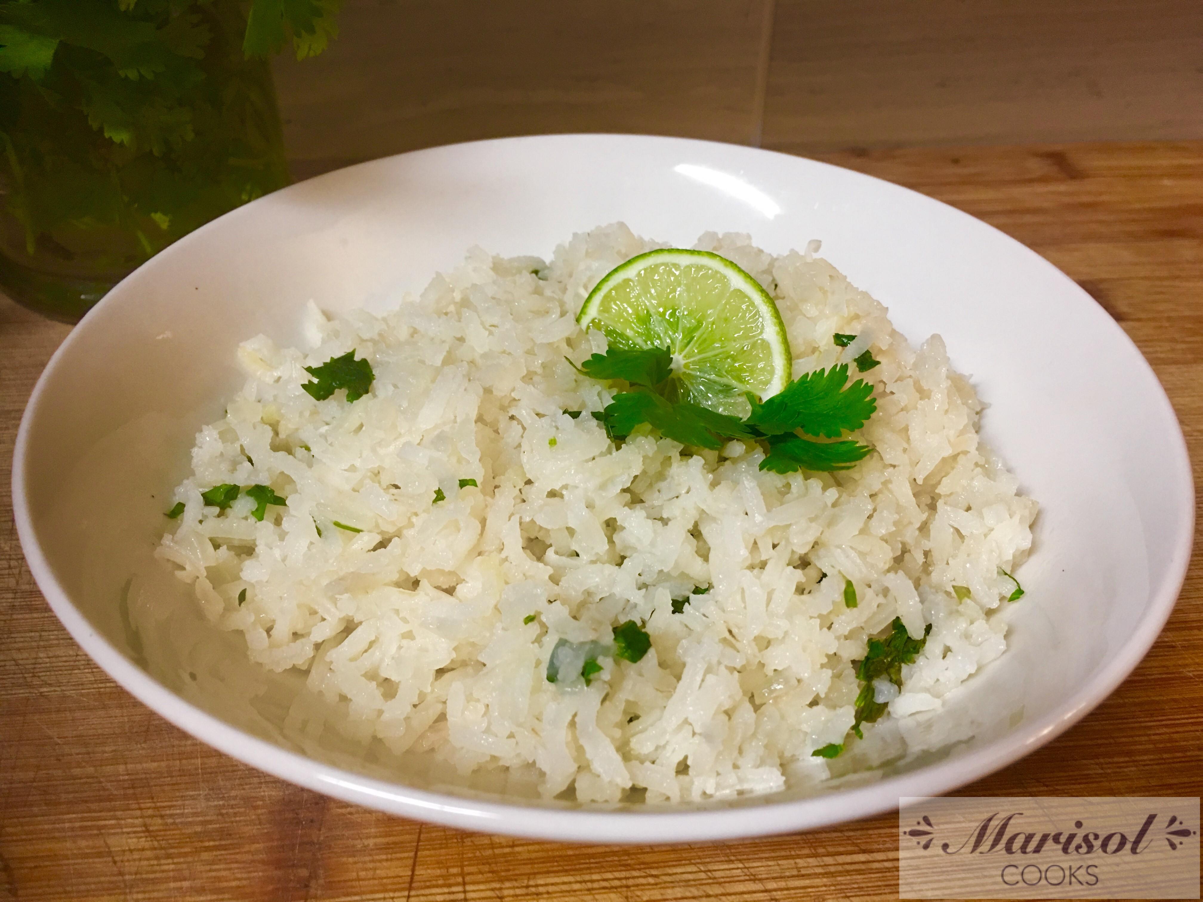 Arroz al cilantro y limon. /Cilantro and lime Rice.