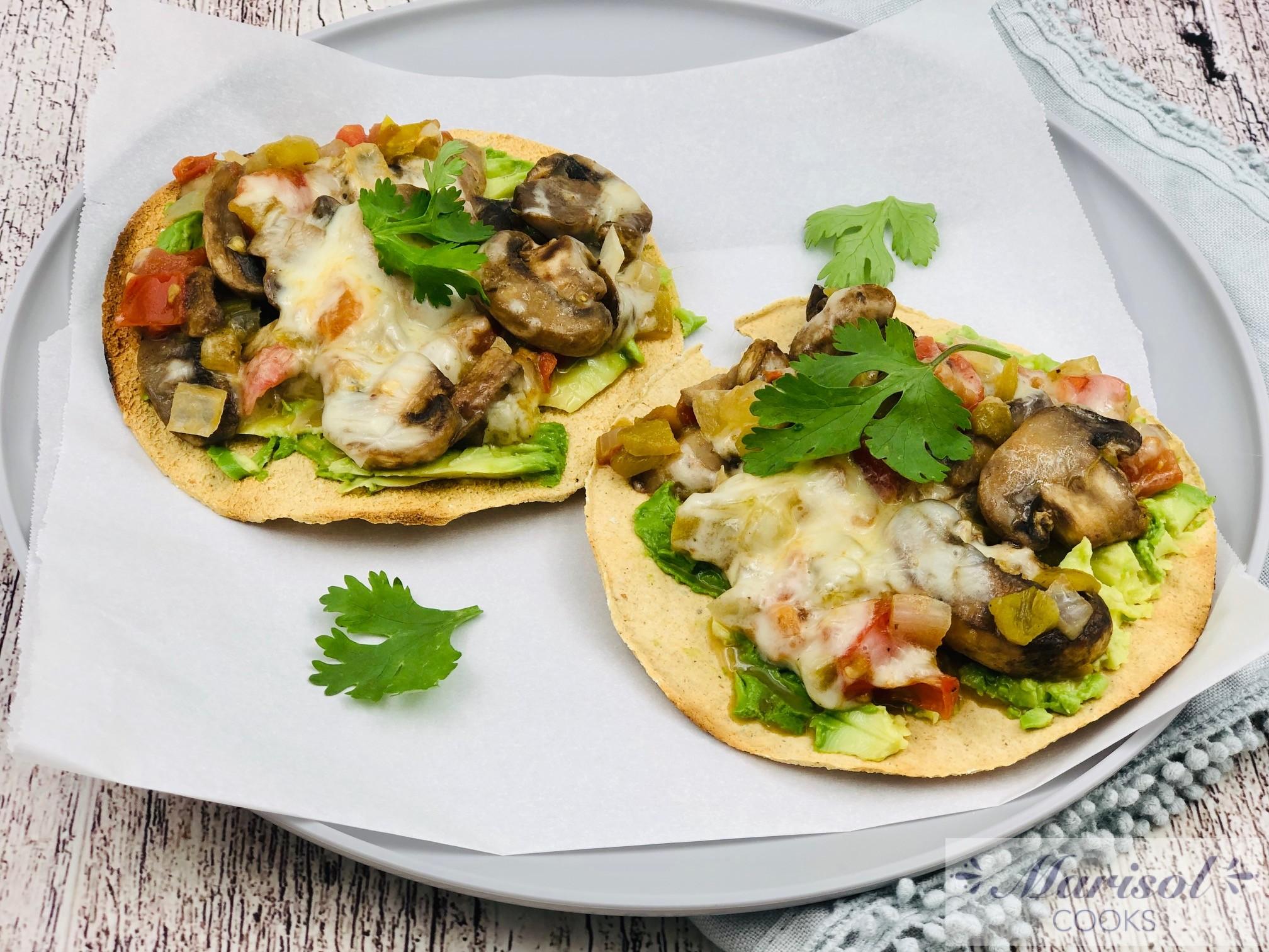 Mushroom Tostadas/ Champiñones a la Mexicana.